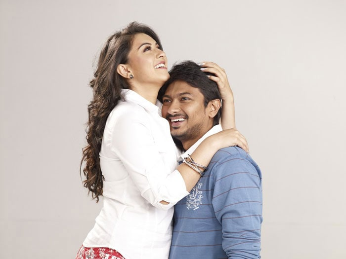 Hansika sizzles in Tamil movie Oru Kal Oru Kannadi