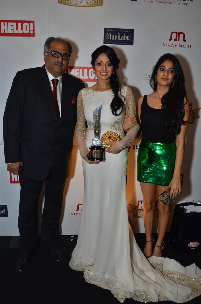 http://drop.ndtv.com/albums/ENTERTAINMENT/hello-awards2012/sridevi.jpg