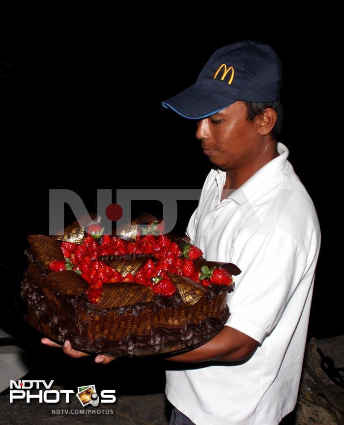 Cake Images Roshan : Hrithik Roshan s second birthday cake