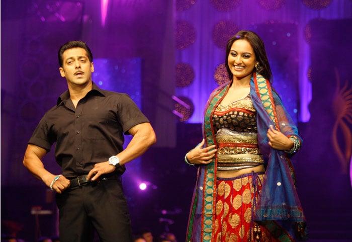 Salman, Jacqueline on the ramp at IIFA