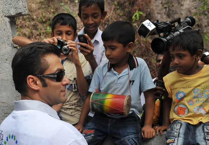 2 Salman, Jacqueline visit war torn village in Sri Lanka bollywood pictures