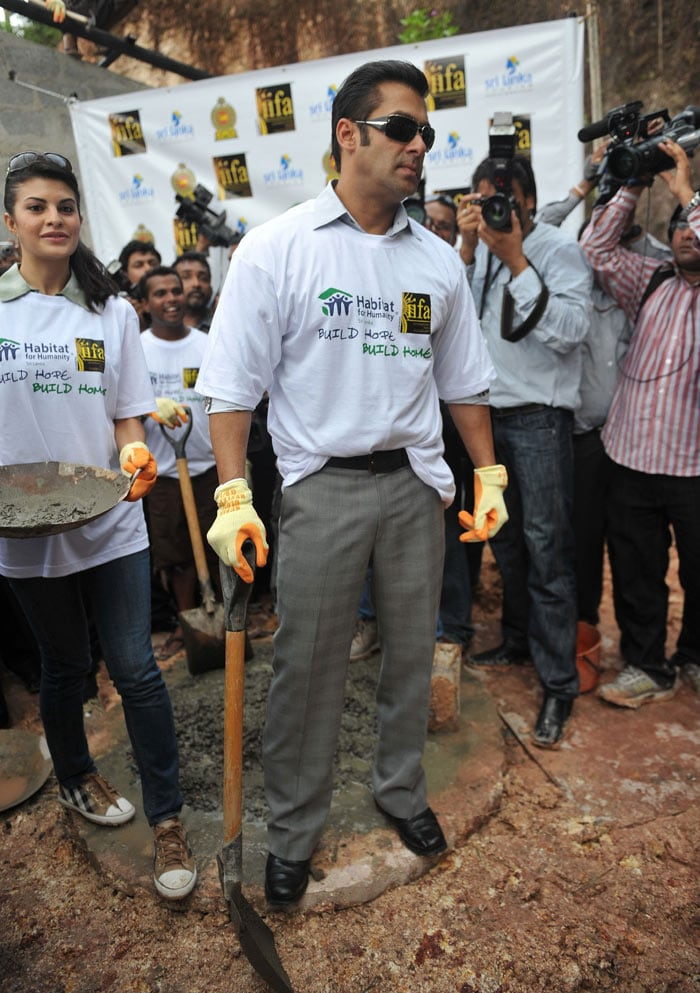 3 Salman, Jacqueline visit war torn village in Sri Lanka bollywood pictures