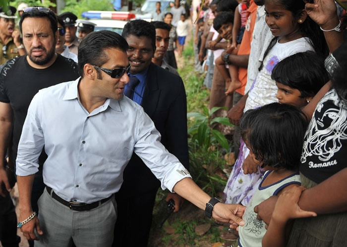 5 Salman, Jacqueline visit war torn village in Sri Lanka bollywood pictures