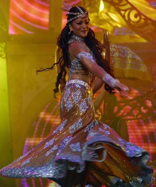 Bollywood performs at IIFA 2009