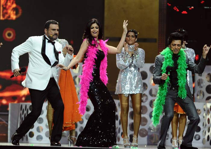 Stars dance the night away at IIFA 2011