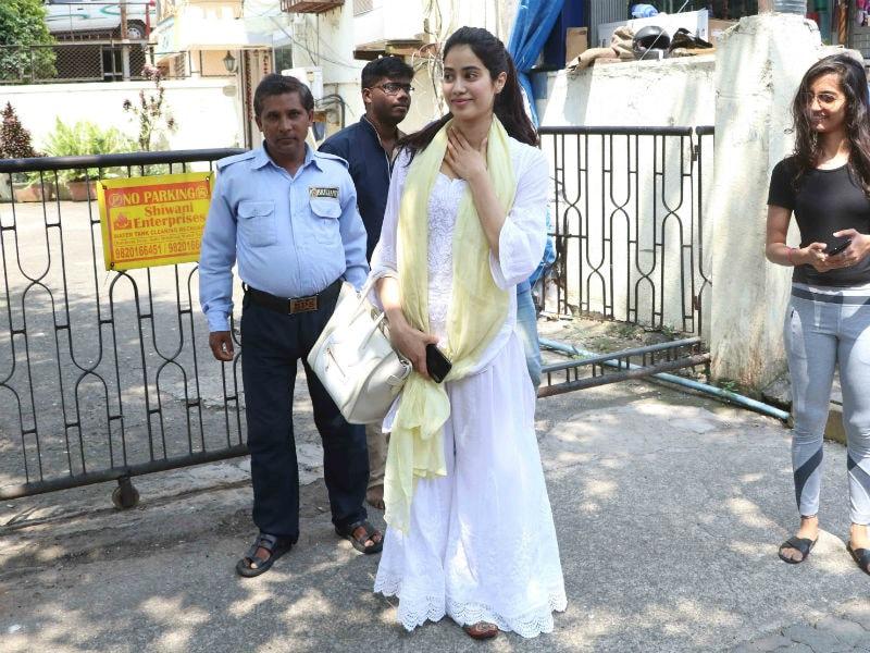 Jhanvi Kapoor, Like The Sunshine