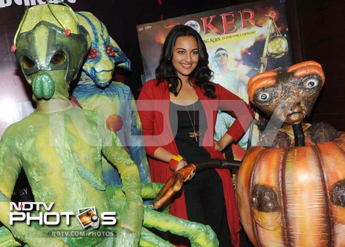 Mars attacks? Sonakshi new extra-terrestrial friends