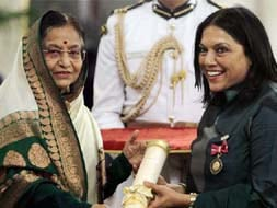 Photo : Mira Nair gets Padma Bhushan award from President