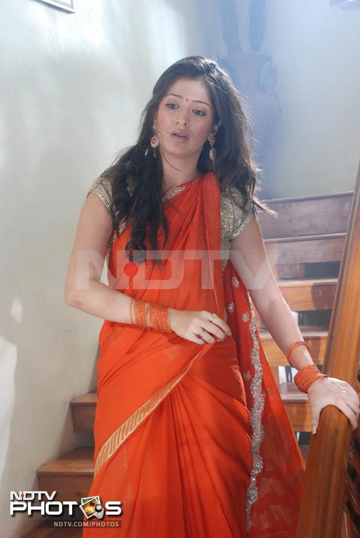 Lakshmi Rais all-glam show in  Kanchana