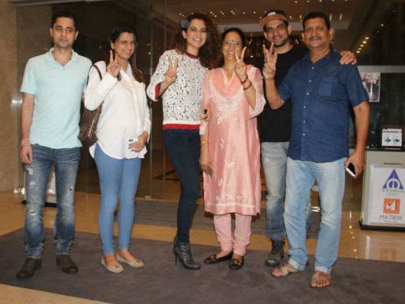 Kangana Ranaut Spotted On A Dinner Date With Family