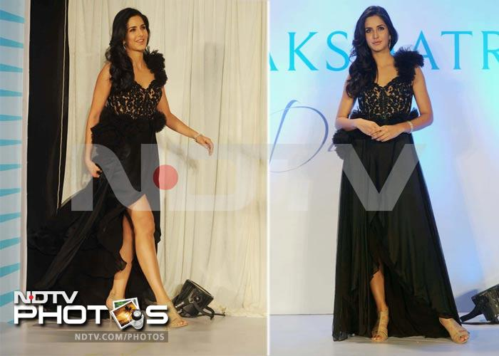 Now, Katrina flashes her right leg