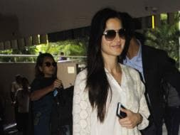 Photo : Katrina Kaif And Her New BFF, Kala Chashma, Spotted At The Airport