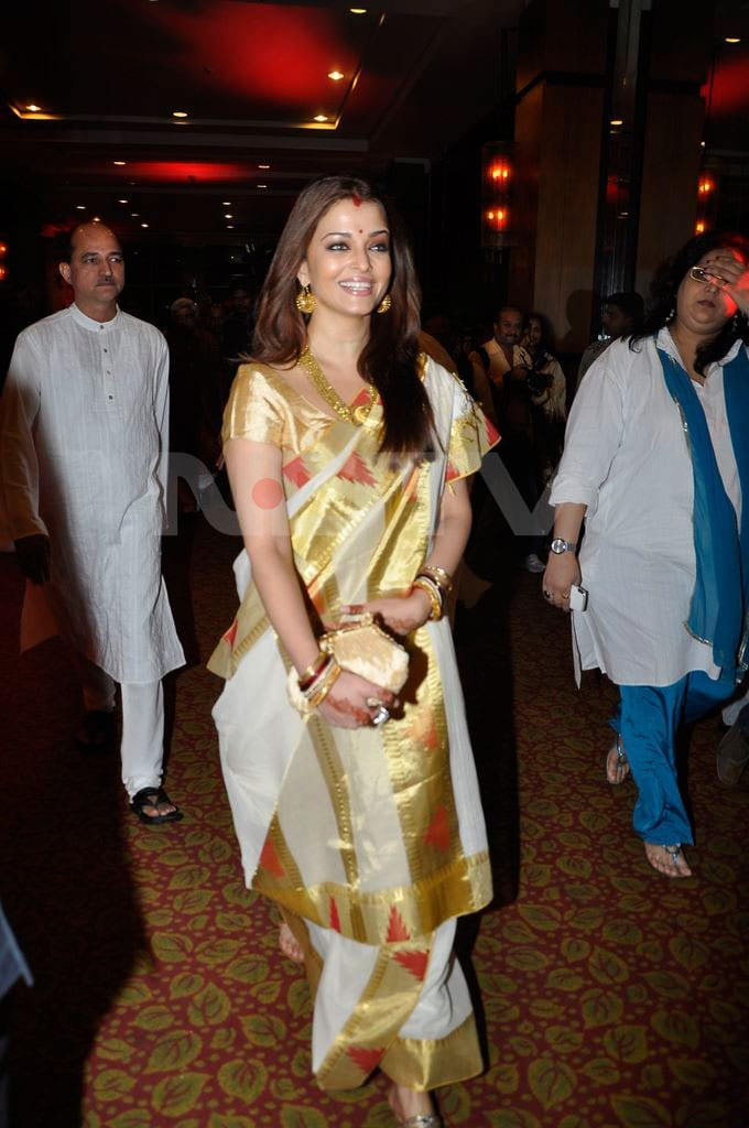 ash arrive Aishwarya, Abhishek go traditional bollywood gallery