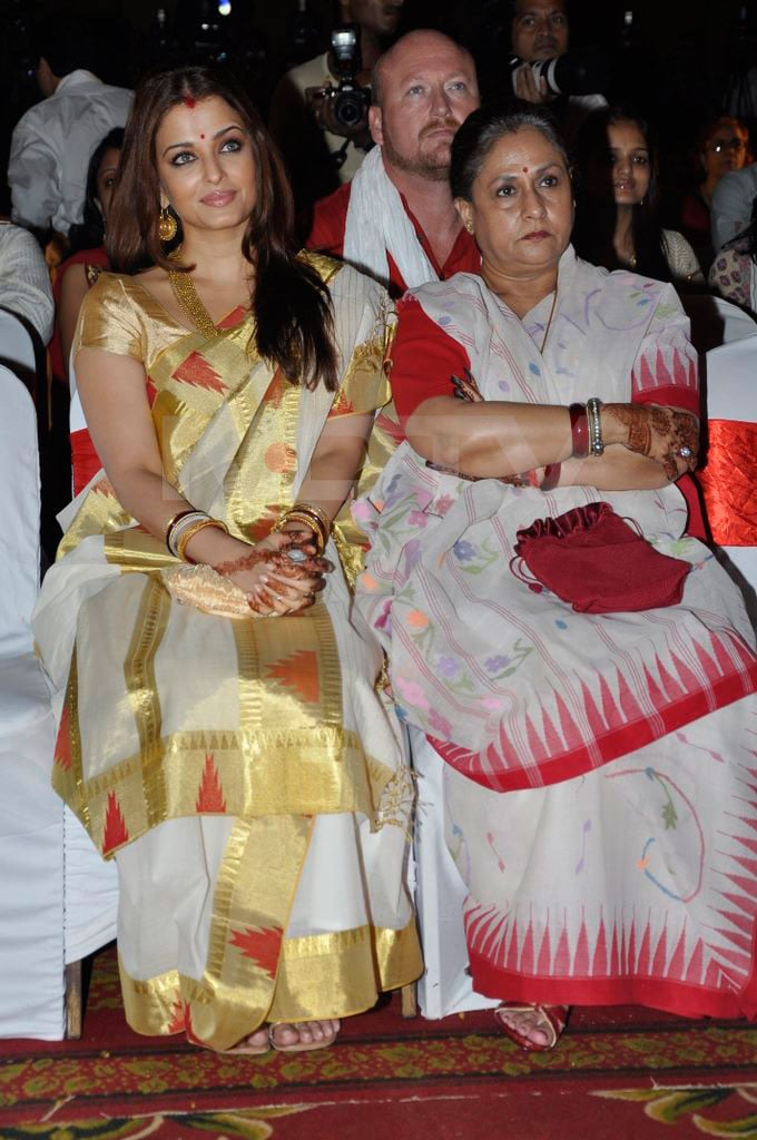 ash jaya sitting mendi Aishwarya, Abhishek go traditional bollywood gallery