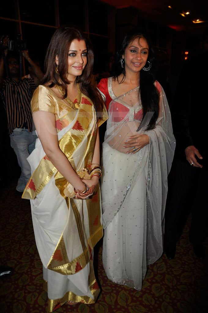 ash sunita Aishwarya, Abhishek go traditional bollywood gallery