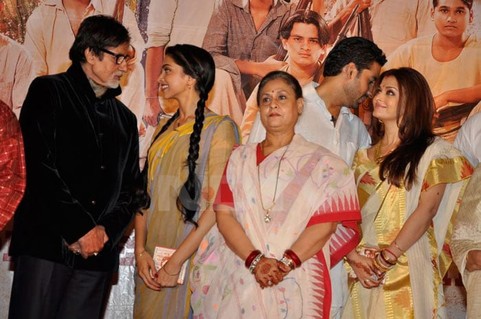 deepika bachchans Aishwarya, Abhishek go traditional bollywood gallery