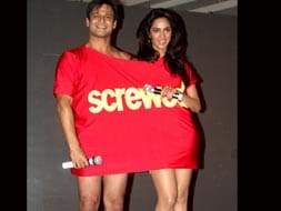 Photo : Vivek, Mallika's single shirt shocker