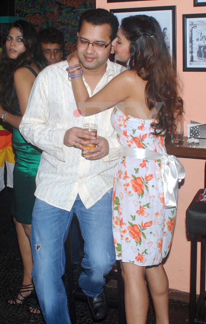 Rahul, Dimpy at Kushal Punjabi's birthday bash