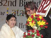 Photo : Big B felicitates Lata Mangeshkar