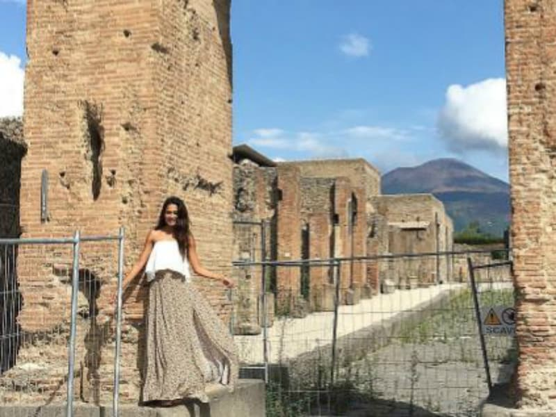 Can You Spot Lisa Haydon Among The Ruins Of Pompeii?