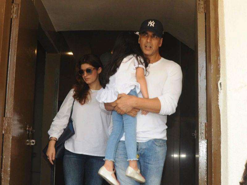 Akshay Kumar's Movie Date With Twinkle And Daughter Nitara