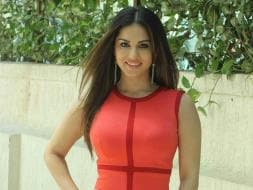 Photo : No Paheli Here, Sunny Leone Sizzles in Red