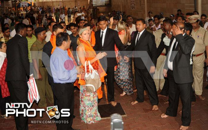 Paris Hilton prays at Siddhivinayak Temple