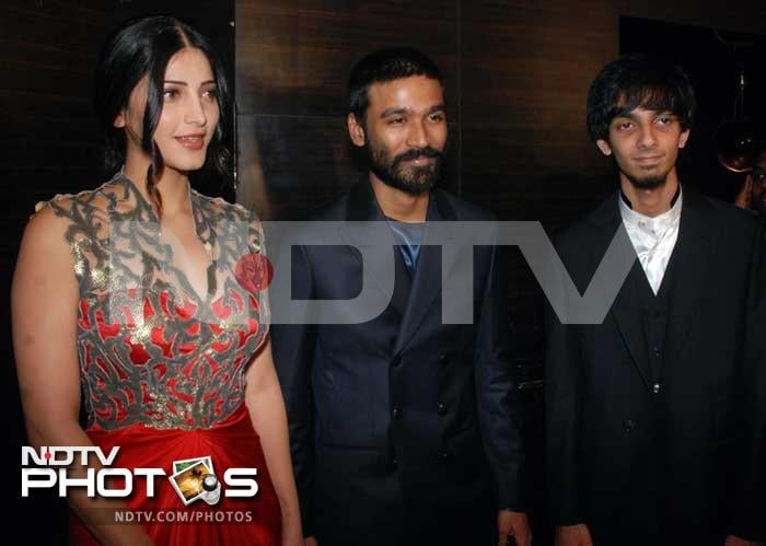 Dhanush, Shruti, Aishwaryaa at 3 premiere