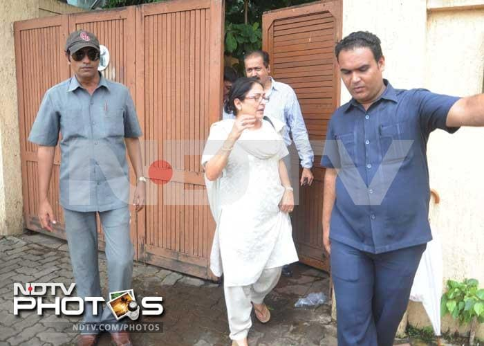 Anju Mahendroo, Dimple Kapadia attend prayer meet at Aashirwad