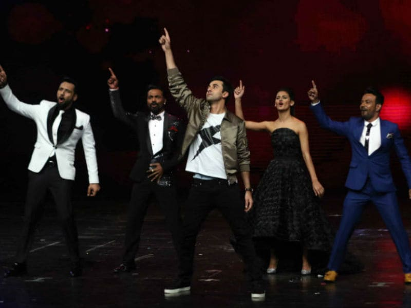 Ranbir Kapoor Shakes A Leg And It's Mushkil To Ignore Him