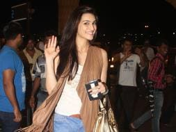 Photo : Kriti Catches the Dilwale Express, Shilpa Flies Home