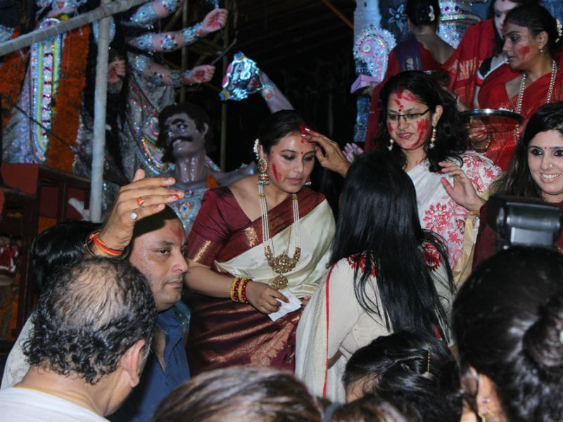 Rani Mukerji's Pujo Celebration Blends Fun And Tradition
