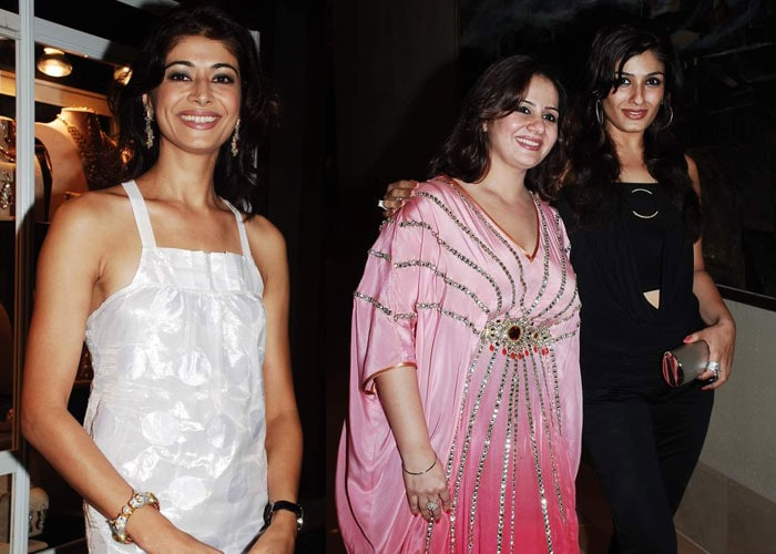 Raveena, Pooja Batra at a jewellery exhibition