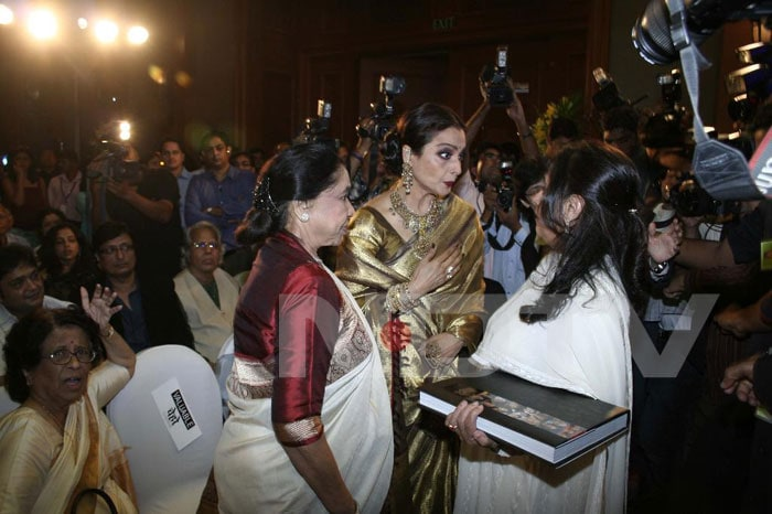 Jaya, Rekha bond at a book launch