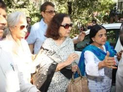 Photo : Asha, Waheeda, Helen Visit Sadhana Shivdasani's Family