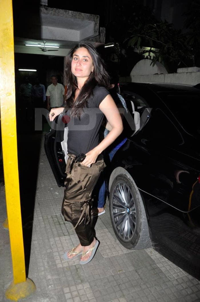 kareena Saif, Kareena watch Anjaana Anjaani bollywood gallery