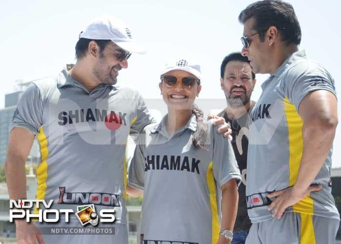 Salman, Arbaaz, Sohail play cricket for charity