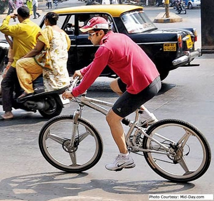 Cycling Salman Khan stalls traffic