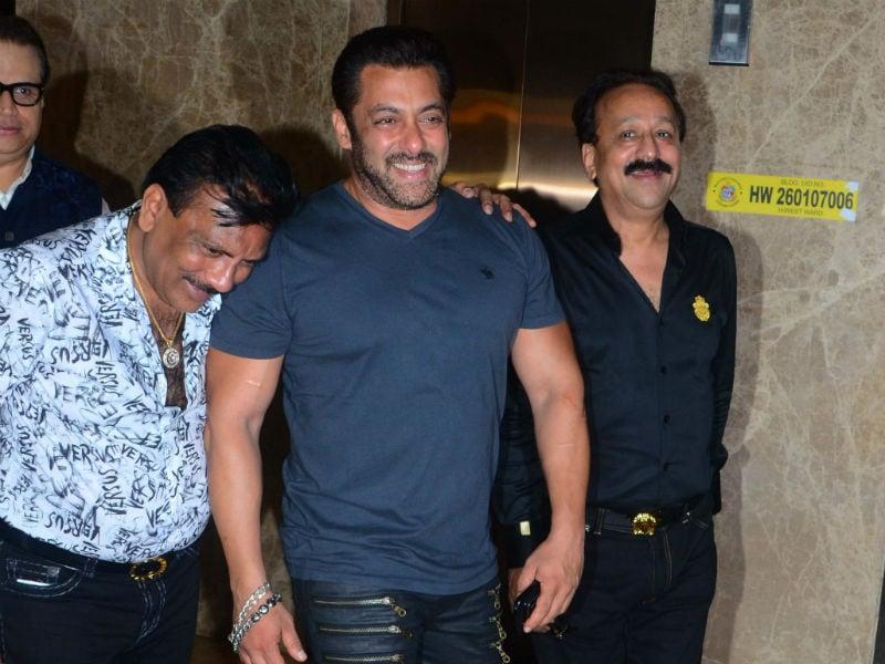 Salman Khan Parties With Soha, Kunal And Kriti