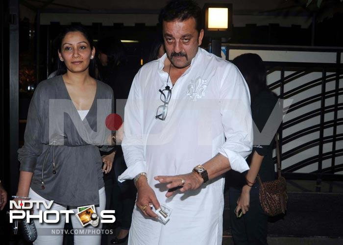 Maanyata throws Sanjay Dutt a birthday party