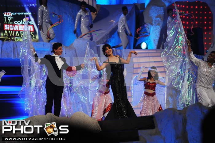 A slap and a kiss: SRK, Priyanka at Screen Awards