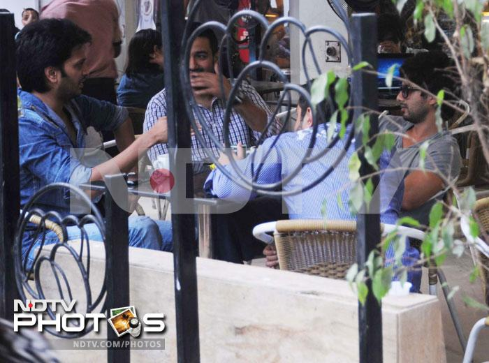 Shahid, Riteish take a coffee break