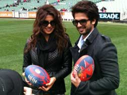 Photo : Shahid and Priyanka play ball in Melbourne