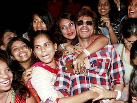 SRK Wanted <i>Radha</i>. She Came With A Retinue Of Gopis