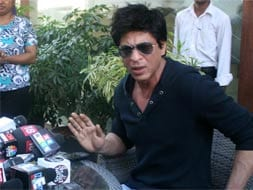 Photo : SRK vs the world