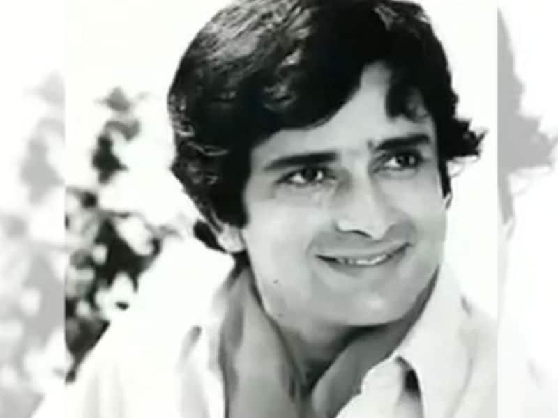 Happy Birthday Shashi Kapoor: Bollywood's Raja Saab @78