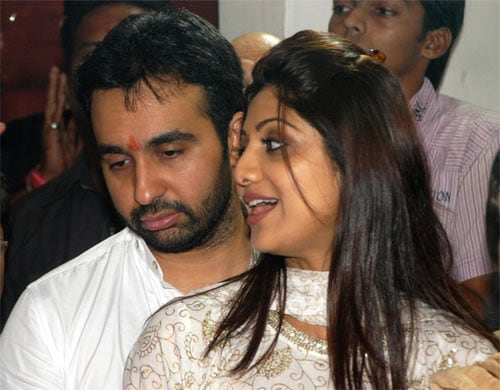 Shilpa, Raj pray together