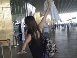 Can You Guess Who This Actress is at the Airport?
