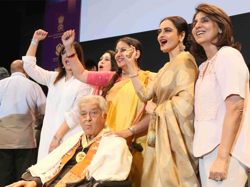 10 Moments You May Have Missed From Shashi Kapoor's Award Ceremony