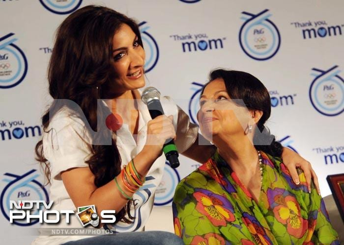 Star moms and daughters: Sharmila with Soha